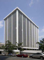 OneWeb is leasing 6,000 square feet of office space on the ground floor of 1400 Key Blvd., in Rosslyn, Virginia. Credit: Monday Properties